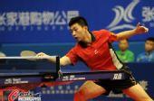 图文:马龙带伤上阵北京落败 马龙在比赛中