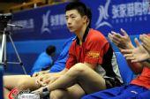 图文:马龙带伤上阵北京落败 马龙表情特写