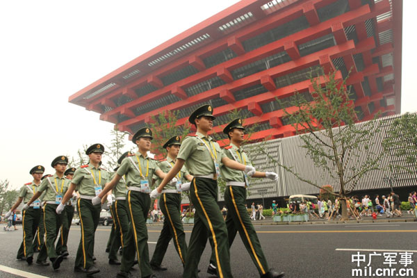 数十万武警官兵国庆长假坚守执勤岗位保安宁