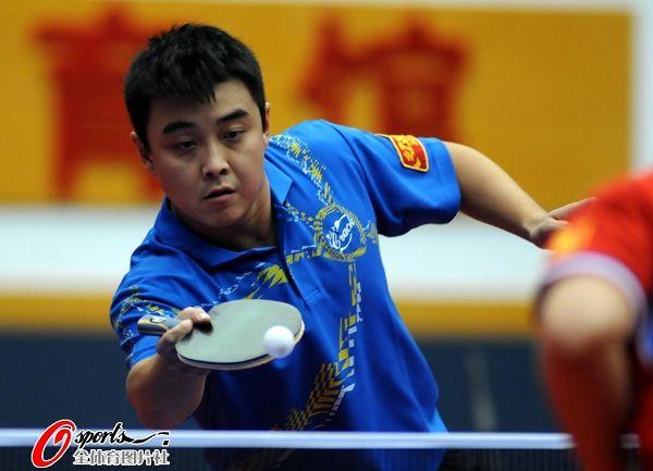 图文:乒乓球全锦赛男团决赛 王皓正手摆短