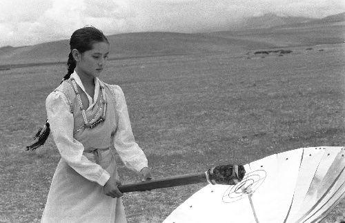 1990年藏族姑娘采亚运火种
