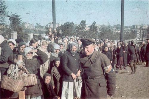 1941年乌克兰大屠:犹太人被弃尸街头组图