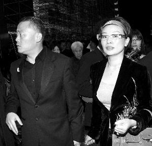 周立波与女友胡洁(右)频繁高调现身各大公开场合