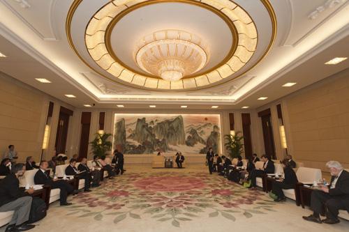 解振华会见参加天津气候会议的各NGO代表