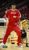图文:[NBA]火箭迎战步行者 姚明训练