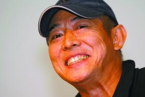 """前晚,""""京师公益讲堂""""开讲,李连杰作为首位嘉宾演讲他的10年公益梦想。"""