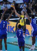 图文:巴西男排获世锦赛冠军 阿马尔以一敌三