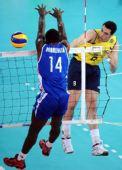 图文:巴西男排获世锦赛冠军 洛佩斯暴扣