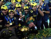图文:巴西男排获世锦赛冠军 赛后疯狂庆祝