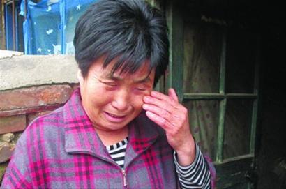 丢了儿子的抚恤金,郭玉琴老人懊悔不已。 记者 徐刚 摄