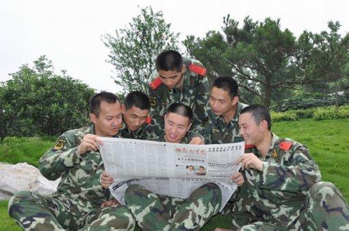 日,《中国人民解放军队列条令》和《中国人民解放军内务条令》正