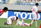 图文:[亚青赛]国青0-2朝鲜 无奈的背影