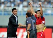 图文:[亚青赛]国青0-2朝鲜 朝鲜队员秀腹肌