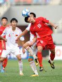 图文:[亚青赛]国青0-2朝鲜 雷腾龙表情凝固