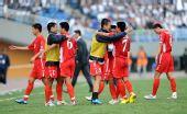 图文:[亚青赛]国青0-2朝鲜 朝鲜拥抱庆祝