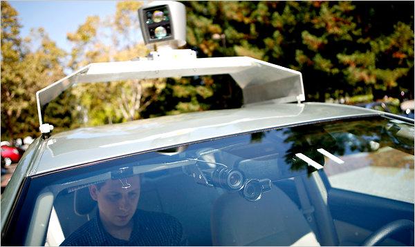 """无人驾驶汽车""""前往加利福尼亚州各地的公路上进行实测.   高清图片"""
