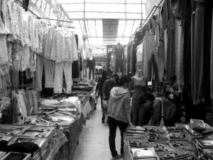各大商场里,保暖衣裤已纷纷上架