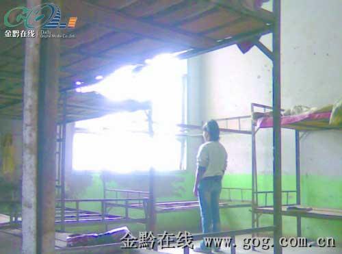 10月8日,小兰站在事发的寝室里发呆。