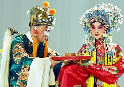 李保田、王晓晨剧中造型