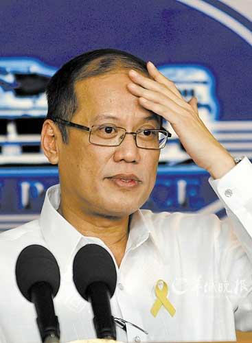 """菲律宾总统贝尼尼奥・阿基诺三世11日发表声明,要求对""""8・23""""香港人质事件的6名失职警官和政府官员提起行政诉讼(上图)。"""