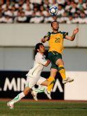 图文:[亚青赛]澳大利亚2-0沙特 头球争顶