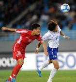图文:[亚青赛]朝鲜2-0韩国 徐敬今金京中争顶