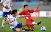 图文:[亚青赛]朝鲜2-0韩国 李赫哲遭遇铲断