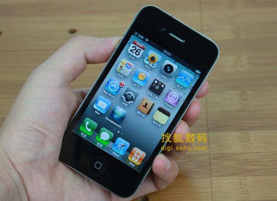 图为苹果iPhone 4手机