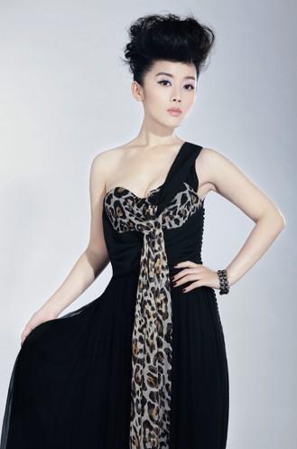 车永莉低胸黑色长裙高贵现身