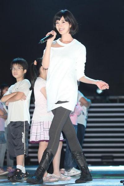 林志玲颇具专业歌手台风