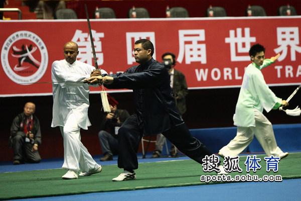 世界 十堰/图文:十堰世界武术节第一比赛日剑术表演