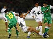 图文:[中超]北京1-1天津 于大宝拼抢