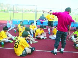 女足后备力量不足有原因 孩子练足球不如练田