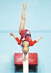中国 振南/中国女子体操选手在平衡木的比赛中