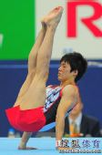 图文:日本男队在比自由操 小林研也双手撑地