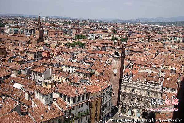 意大利维罗纳男游客抢着摸朱丽叶的胸拉拉视频下载图片
