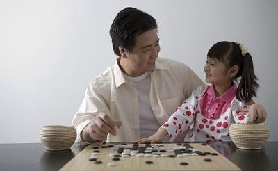 对孩子学围棋,培养孩子对围棋的兴趣,孩子在4周至7周岁之间天生是好动图片