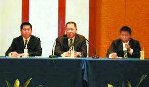 蒙牛乳业集团杨文俊总裁(左) 和杨再飞(右)