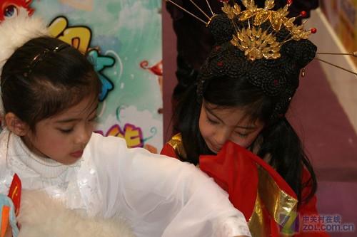 13岁小女孩尿道图_12岁的小女孩下部近照图片