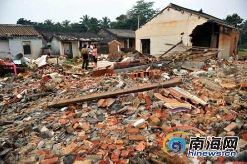 房屋被夷为平地,村庄变成废墟。(南海网记者汪德芬摄)
