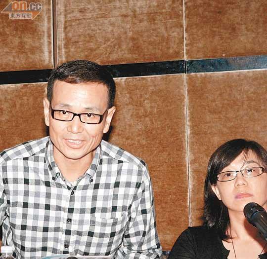 俞灏明/任爸爸昨日在华研国际音乐总经理何艳玲的陪同下召开记者会,任...