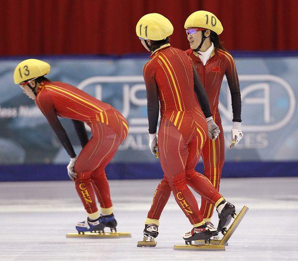 中国女队庆祝夺金