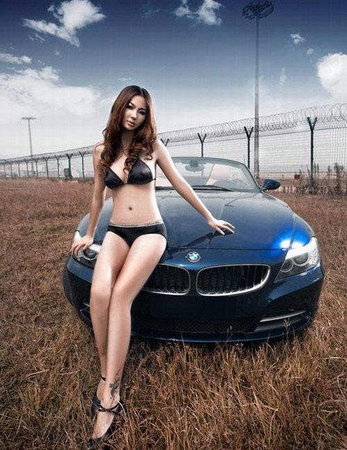 汽车娱乐穿ck的比基尼车模与敞篷宝马 搜狐汽车