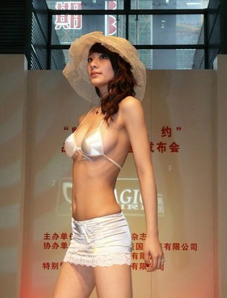 刘敏林-凯旋门之约t台走秀特辑【晃得我眼花】视频