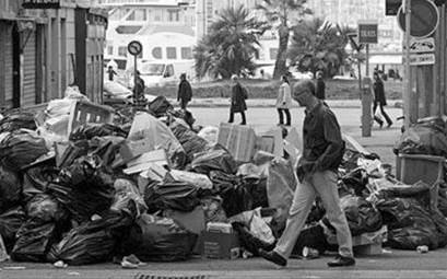 法国持续罢工,图为马赛街头垃圾成山