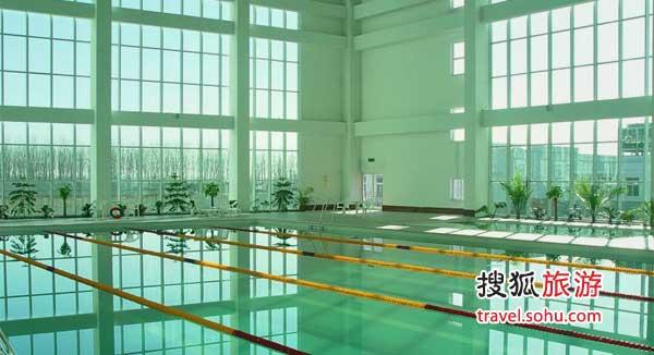 游泳池很大很干净