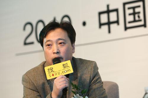 嘉宾主持人智囊传媒总裁傅强先生(搜狐-唐怡民/摄)