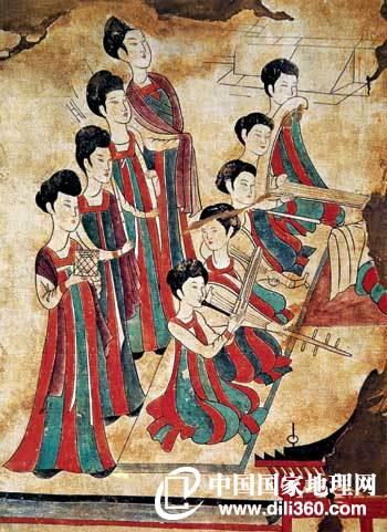 李寿墓舞乐图 李寿是唐高祖李渊的从弟,死于贞观四年(630年),属于初唐。其墓中的女乐形象比较秀丽轻盈,很像汉代的风格,与我们印象中的大唐风韵甚为不同。