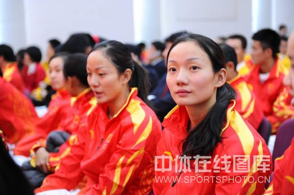 图文:广州亚运中国代表团成立 花游文婷姐妹花