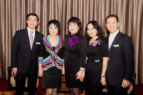 靳羽西赞国内女星很时尚 期待合适剧本拍自传图片